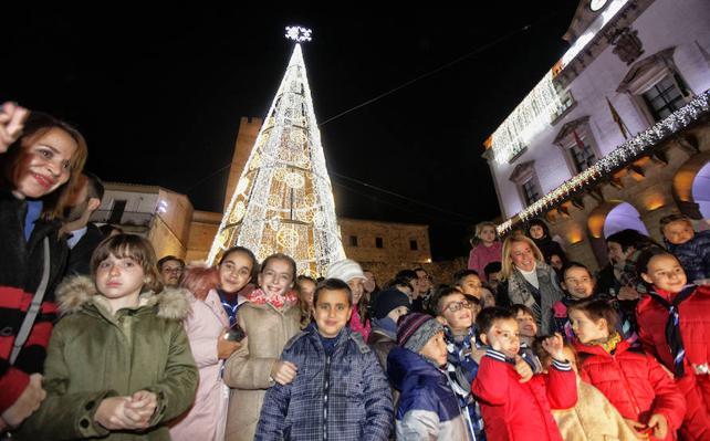 935.000 puntos de luz encienden la Navidad en Cáceres