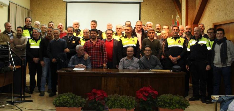 Once policías locales de Mérida son reconocidos por sus 25 años de servicio