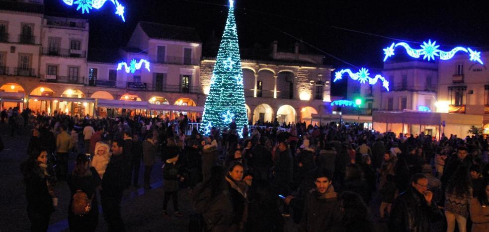 La programación de Navidad se inicia con el encendido del árbol