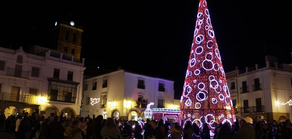 Zafra ilumina sus plazas por Navidad
