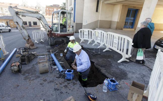Una avería en la red de agua deja sin suministro a siete calles de Aldea Moret