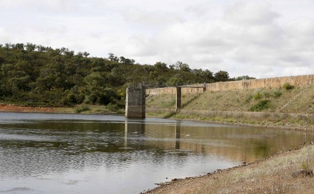 Un investigador afirma que el acueducto que va por Cornalvo alimenta dicha presa