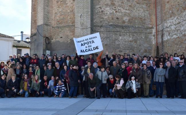 Apoyo al alcalde de Casas de Reina