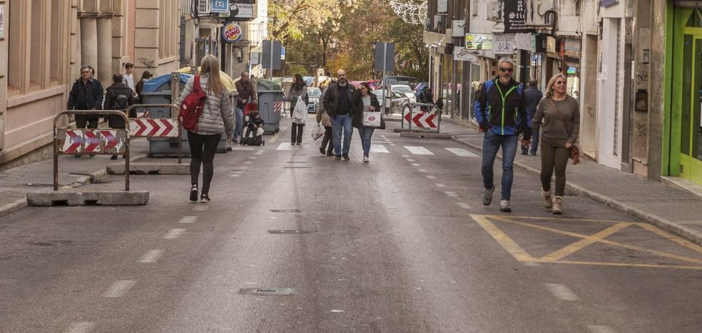 La peatonalización de Gómez Becerra gusta pero el comercio urge el arreglo de la calle
