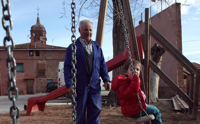 Ocho de las diez comarcas con menos adolescentes y niños están en Cáceres
