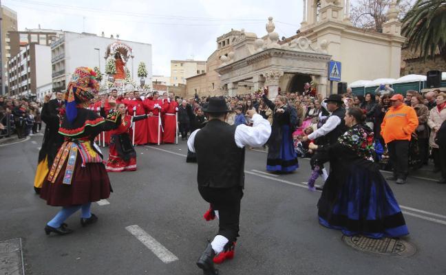 Santa Eulalia vive su día aclamada por miles de fieles