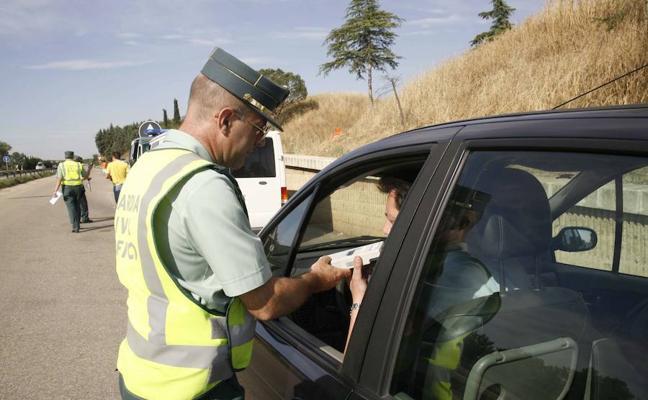 Unos 400 guardias civiles realizarán 4.000 pruebas de alcohol y droga en Extremadura