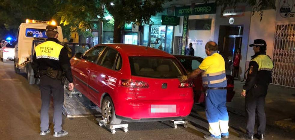 La grúa municipal retira cuatro coches al día en Badajoz