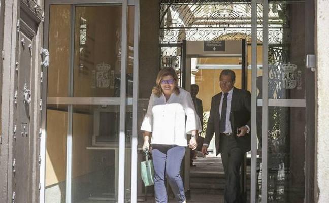 El TSJ admite a trámite el recurso de Domínguez contra el auto que la deja al borde del banquillo