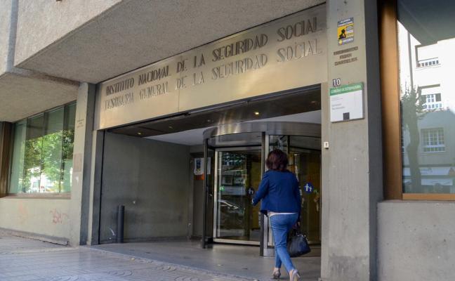 Tres años de cárcel por estafar 125.000 euros ofreciendo compras ventajosas en subastas