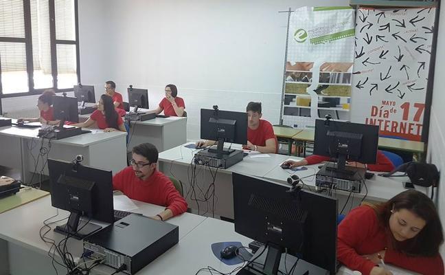 El Plan de Alfabetización Tecnológica ofrece formación a jóvenes desempleados
