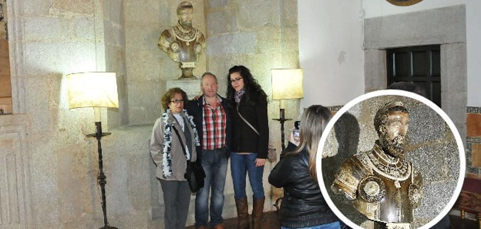 El busto de Carlos V, del Palacio de Mirabel, sale a subasta por 400.000 euros