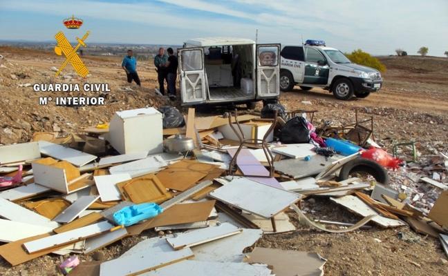 El Seprona sorprende a dos personas cuando vertían residuos en las Cuestas de Orinaza