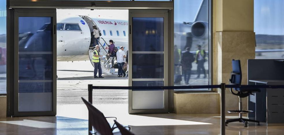 Extremadura saca un contrato para mantener los vuelos hasta tener la obligación de servicio público