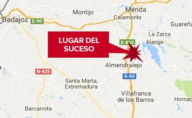 Un accidente en la A-66 a la altura de Almendralejo y con tres coches implicados se salda sin heridos