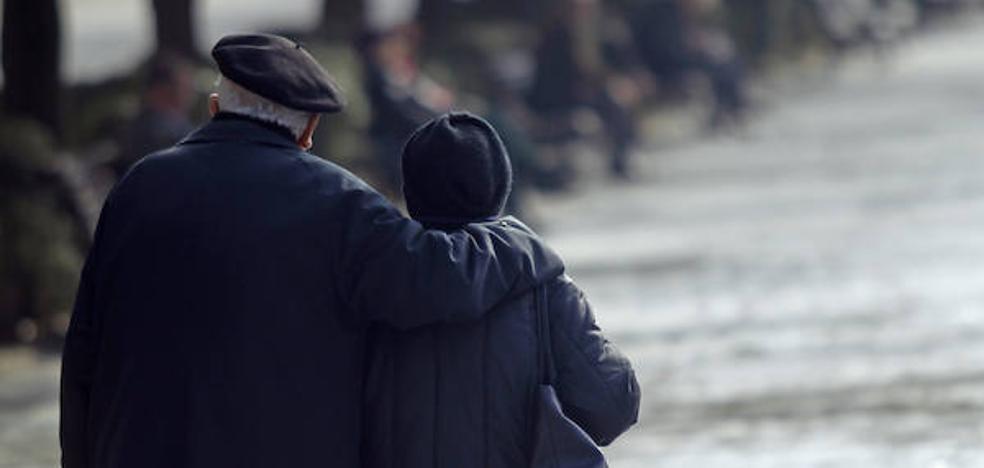 Casi 3.000 cuidadores de personas dependientes trabajan sin acreditación