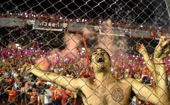 Detienen a 48 hinchas del Flamengo que atacaron el hotel de Independiente en Río
