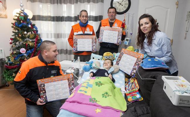 Protección Civil crea un calendario a favor de un niño con atrofia muscular espinal