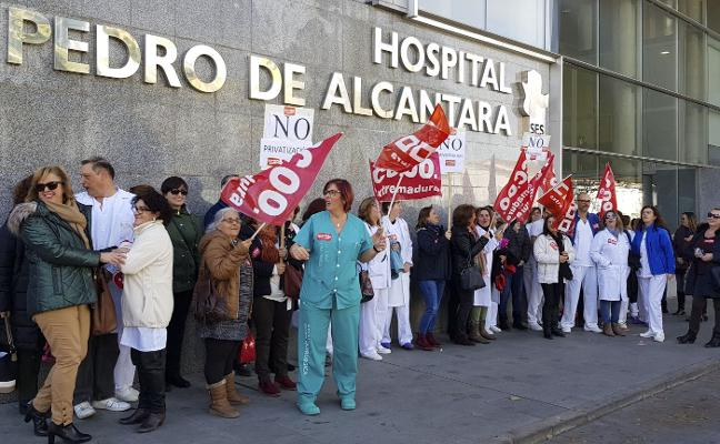 Protesta en el hospital San Pedro de Alcántara de Cáceres por el control de las visitas