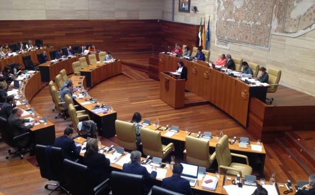 La Asamblea pide que la UEx haga un informe sobre la limitación de la producción de cava
