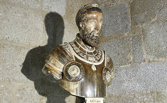 Pizarro apela al vínculo «emocional» del busto de Carlos V con Plasencia