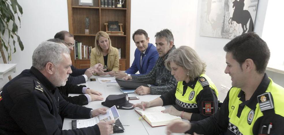 El Ayuntamiento y la Subdelegación mejorarán la seguridad en la plaza Santiago