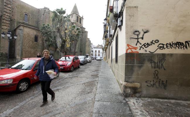 Santiago pide a la Policía Local que multe por beber alcohol en la plazuela