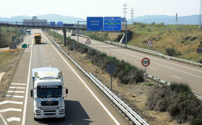 El Gobierno licita mejoras y conservación de carreteras pacenses por 19,8 millones