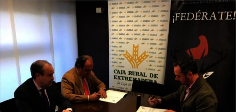 FEDEXCAZA y Caja Rural de Extremadura firman un convenio