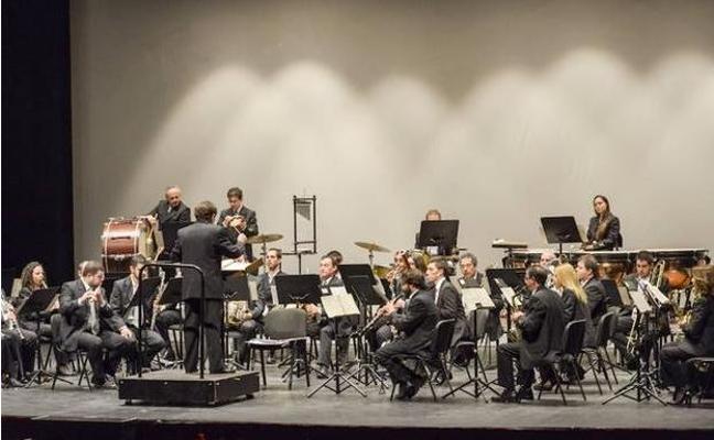 La banda municipal y el coro de amigos en el encuentro de corales