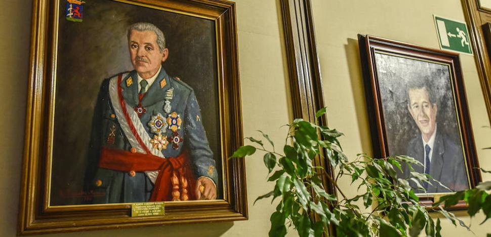 El comité de expertos mantiene a los presidentes franquistas de la Diputación