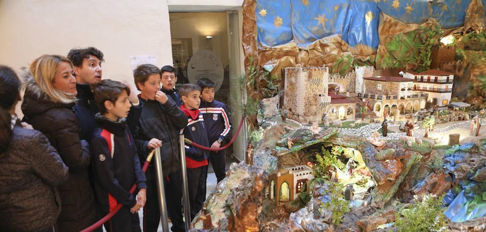 El belén municipal de Cáceres da un estirón y se instala en el Palacio de la Isla