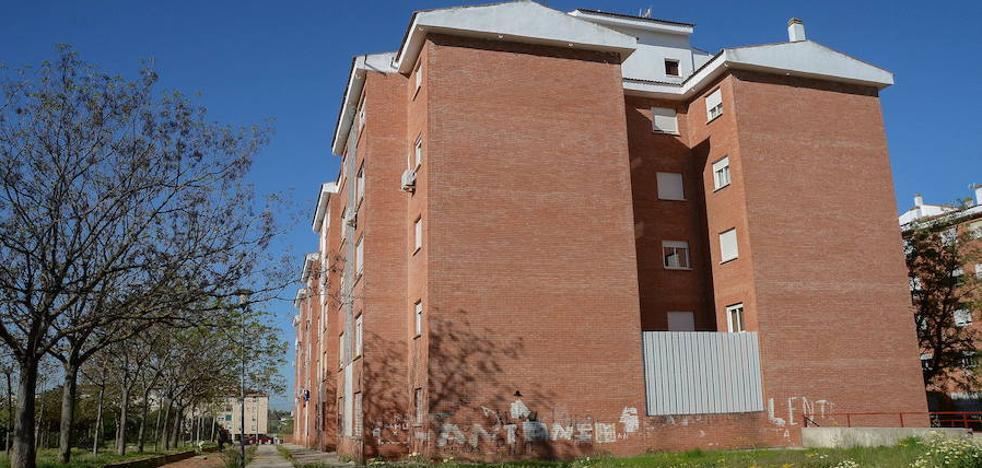 Diez familias ocupan viviendas de un edificio de la Guardia Civil en Badajoz