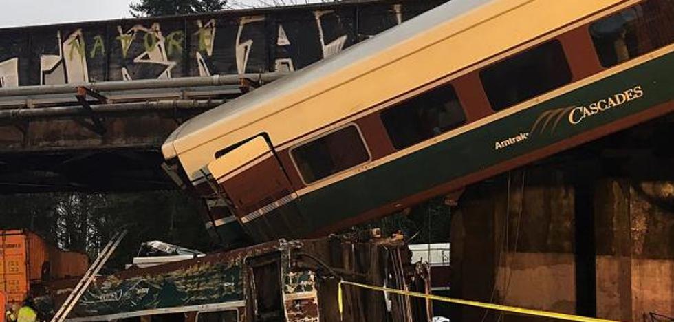 Varios muertos tras descarrilar un tren sobre una autopista en el estado de Washington