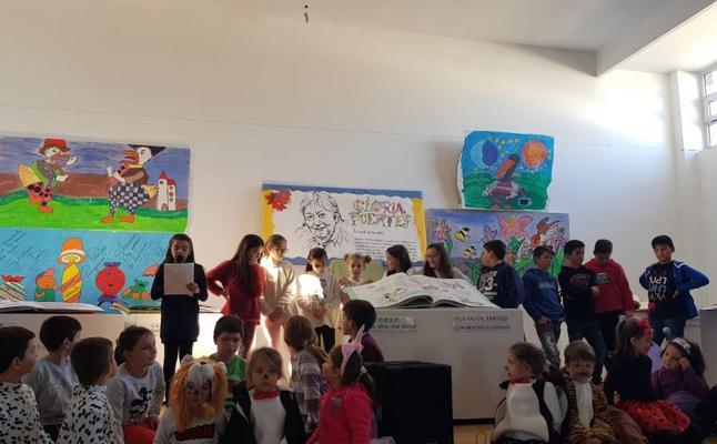Acto de clausura de la exposición de Gloria Fuertes en Valdesalor