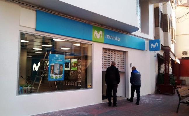 Vuelven a robar en una céntrica tienda de telefonía de Navalmoral