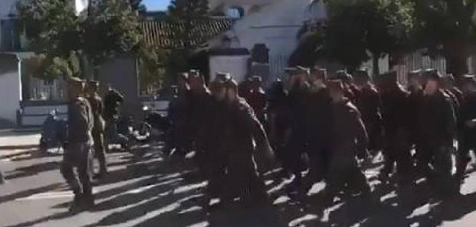 Críticas a la Legión por cánticos machistas en un desfile