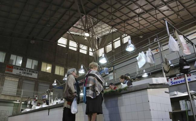 Osuna llega a un acuerdo con once tenderos para que dejen el Mercado de Calatrava
