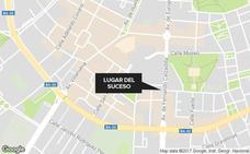 Detenido en Badajoz un hombre de 34 años por insultar y zarandear a una mujer en la calle