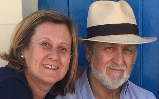 Al funeral de Santiago Fernández, «con ropa mona, tacones y traje»