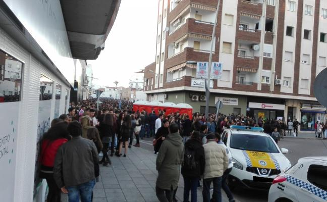 La calle Cometa de Almendralejo tendrá hoy seguridad privada y 20 aseos