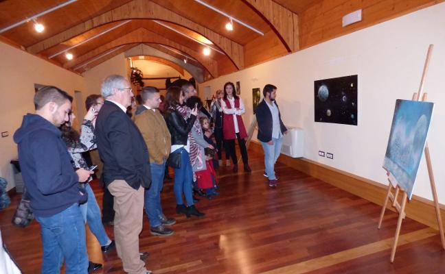 El joven artista local Antonio Becerra expone su obra en Castuera