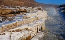 El invierno convierte en maravilla la cascada de Hukou en China