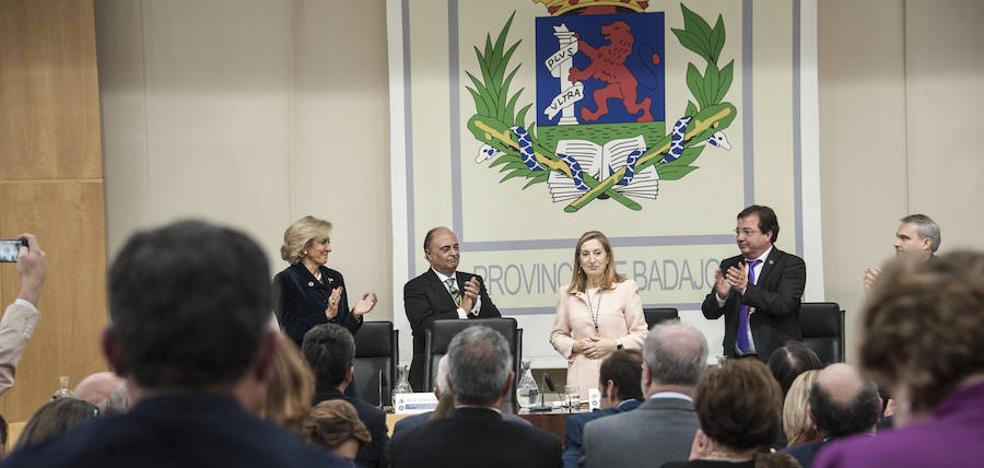 Ana Pastor recibe la Medalla de Oro del Colegio de Médicos de Badajoz