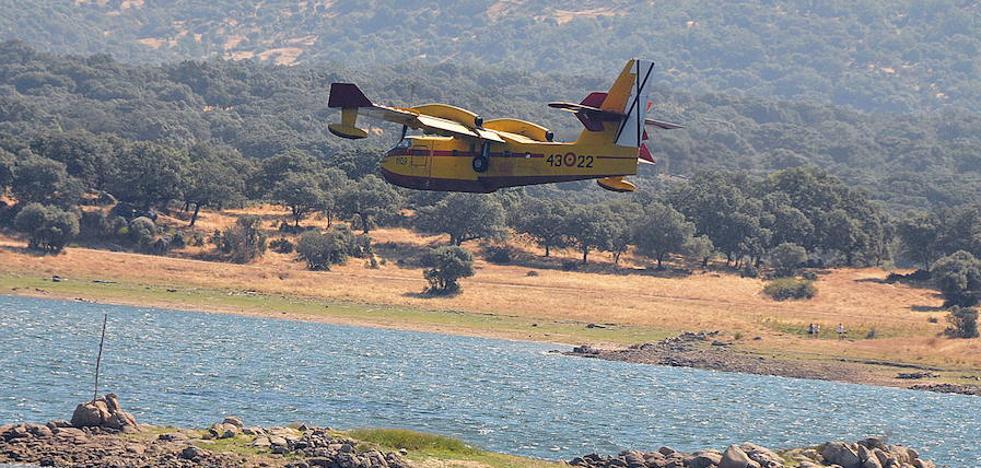 La Junta contrata dos aviones para luchar contra los incendios
