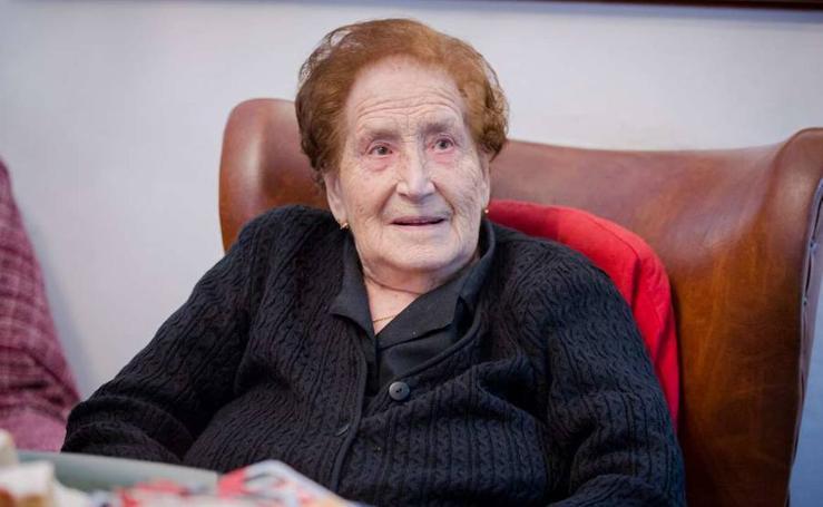 Carmen González Lobato, vecina de Valencia del Ventoso, celebra cien años con un homenaje
