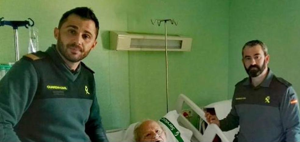 La Guardia Civil rescata a un anciano de La Pesga que se cayó en su domicilio
