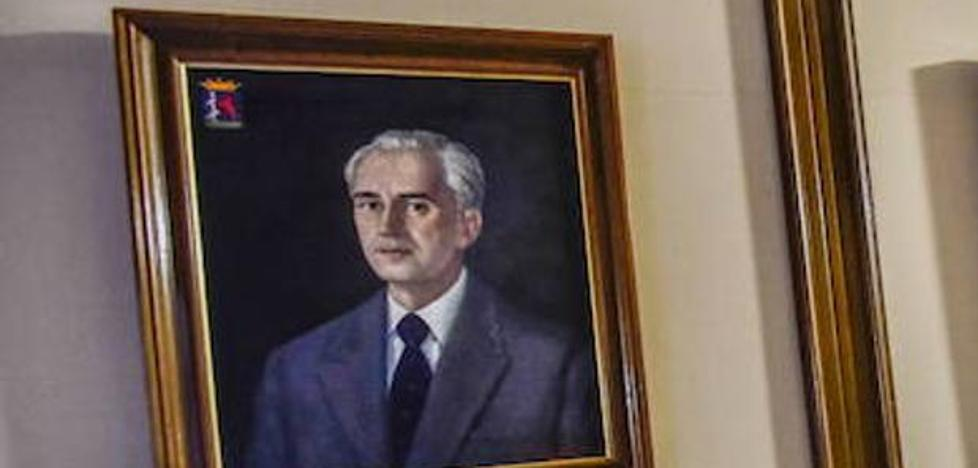 Gallardo propone identificar el periodo de todos los retratos de los presidentes de la Diputación