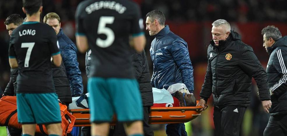 Lukaku abandonó Old Trafford en camilla y con oxígeno