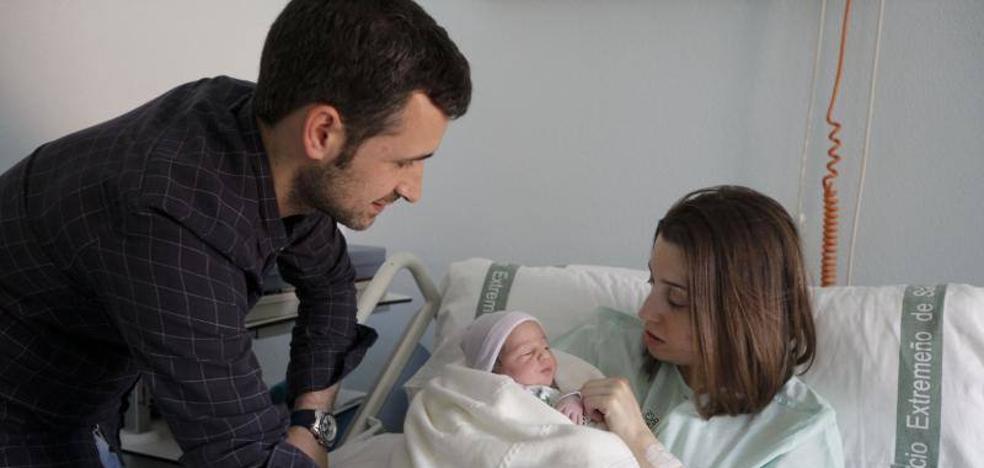 Claudia, primer bebé nacido en Cáceres este año